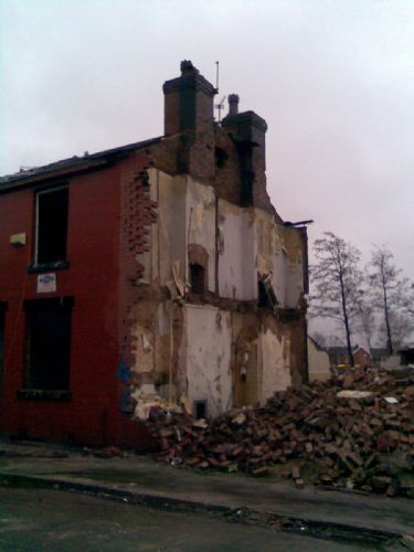 Click to view Fred West tv house demolished in Salford