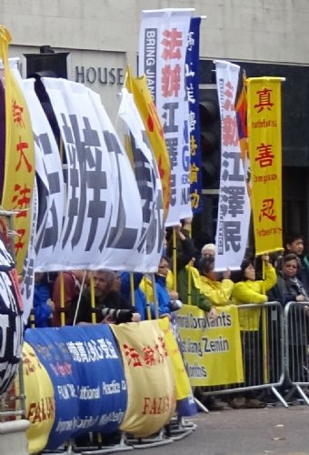 Click to view Falun Gong Protesters at Chinese President Visit to Manchester