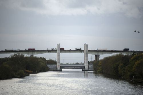 Click to view Manchester Ship Canal Lifting Bridge Salford