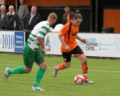 Click to view Fernandez Oriol takes on the Vics Defence