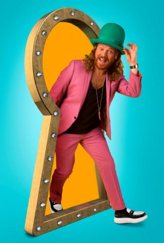Click to view Keith Lemon Through The Keyhole